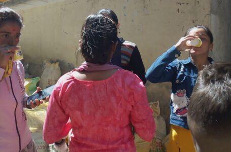 महाशिवरात्रि पर शिव मंदिर में भक्तों को बांटा गया घोटा