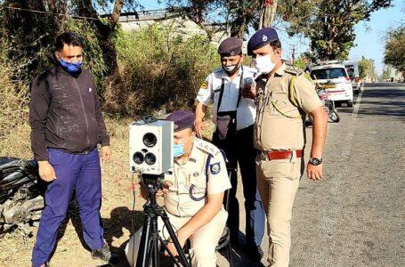 ट्रैफिक नियमों का उल्लंघन करने वालो से पुलिस ने 342 चालान काटकर 1.10 लाख रुपये जुर्माना वसूला
