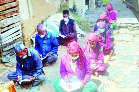 अरे वाह : गिरिपार में पढऩा-लिखना अभियान में बुजुर्ग दिखा रहे रुचि