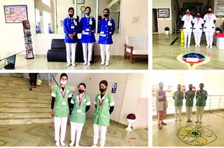 रंगोली प्रतियोगिता में बीएससी चतुर्थ वर्ष की संजना ने प्रथम जबकि सुमिता ने दूसरा व अर्चिता ने तीसरा स्थान प्राप्त किया