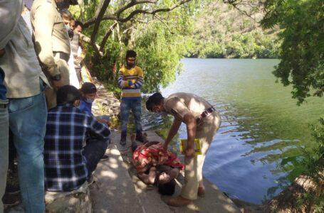 शनिवार को 24 वर्षीय युवक का शव आस्था स्थल रेणुकाजी झील से किया बरामद