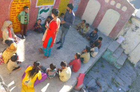 चाइल्ड हेल्प लाइन द्वारा गांव शादड़ में बच्चों को कोरोना वायरस से बचाव के उपायों के प्रति जागरूक